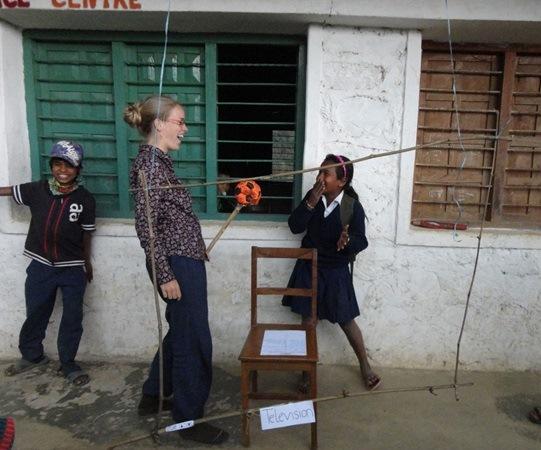 Gwendolyn organise un show télévisé avec les étudiants
